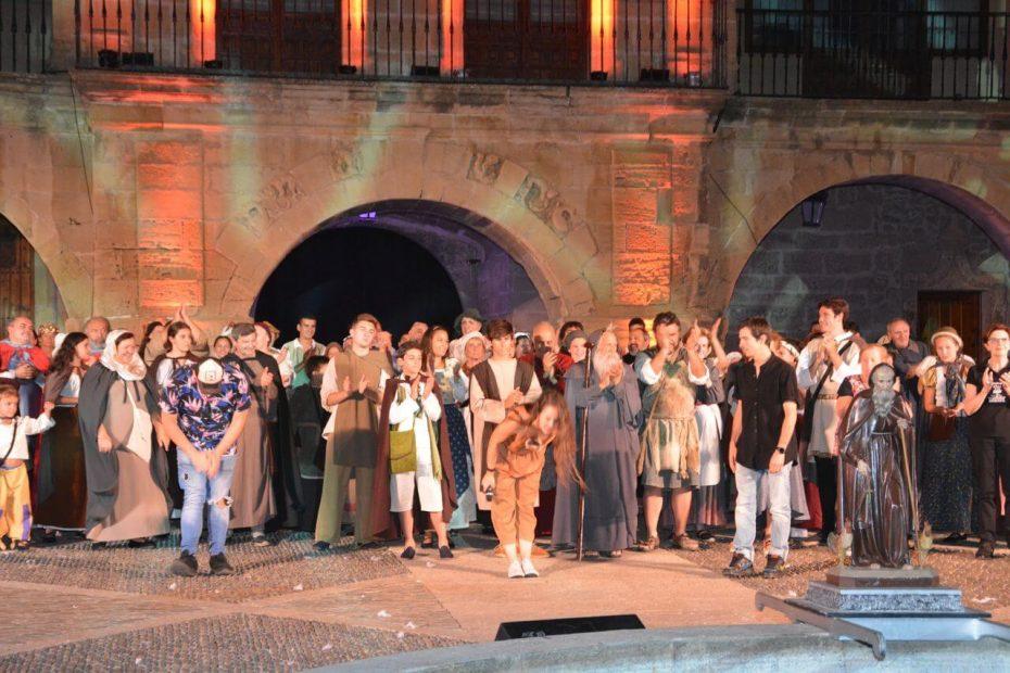 Escena de Los milagros del santo - Asociación Teatral Calceatense